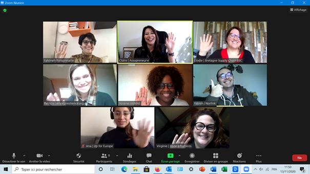 Copie écran du collectif des membres en visio, les membres saluent de la main.